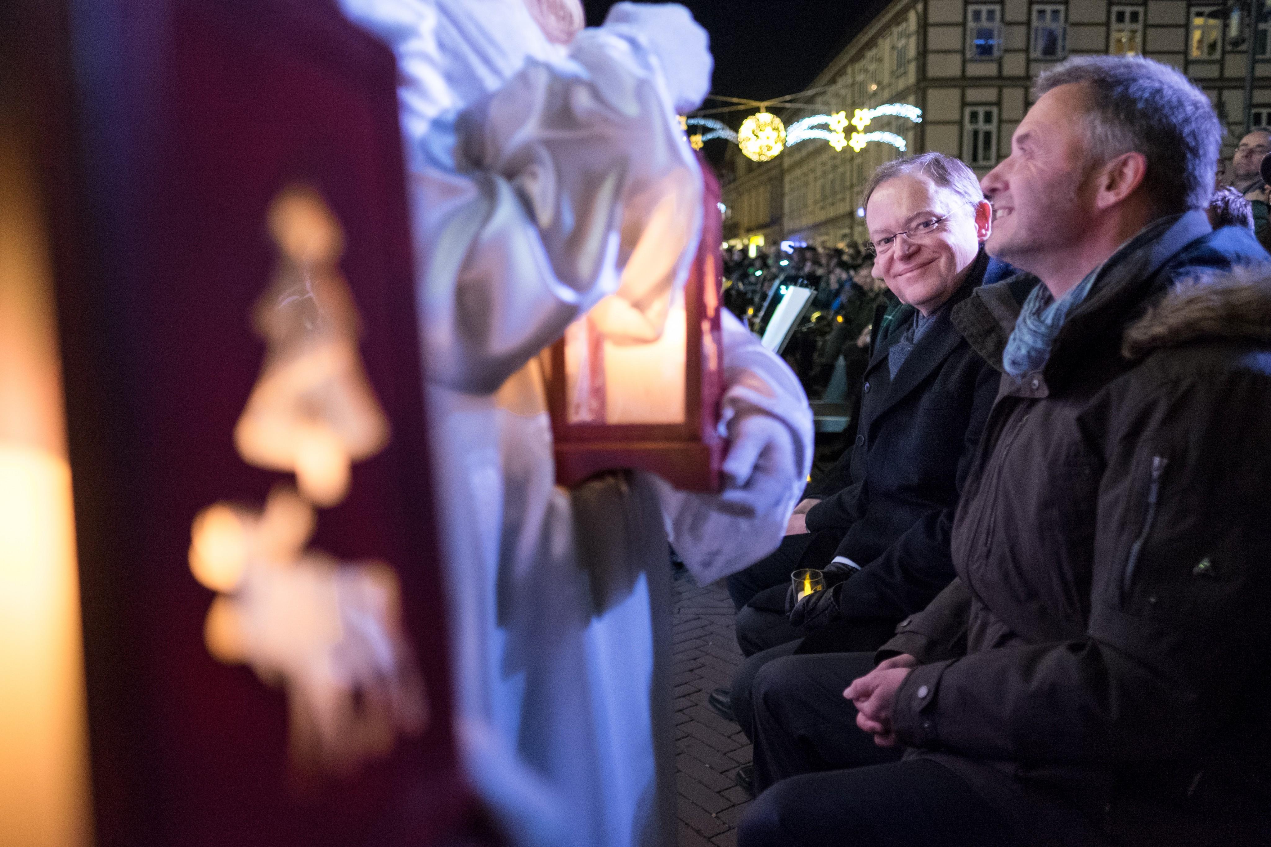 Besuch Auf Dem Weihnachtsmarkt.Besuch Auf Dem Weihnachtsmarkt Stephan Weil